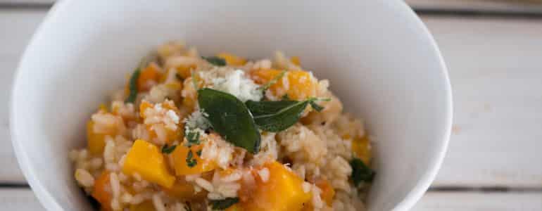 南瓜義式燉飯(免攪拌,烤箱版)|使用保鮮盒備料、料理、收納一碗搞定的懶人做法