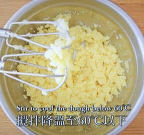 攪拌機開低速打1~2分鐘散熱至麵團在60度C左右