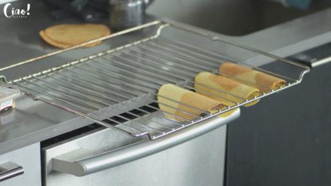 用烤架固定,烘烤7~9分鐘定型