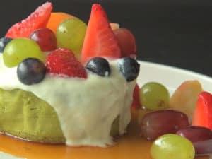 淋上楓糖漿、優格、水果
